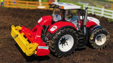 各式多功能拖拉机在田地耕犁