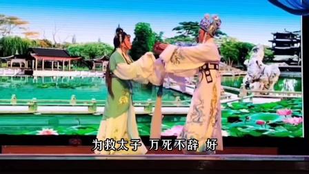 狸猫换太子九曲桥,表演:张燕燕、陈鑫,演出单位:宁波沪江越剧团,上传宁波开心!