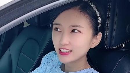 美女开新车和朋友炫耀,结果被狠狠打脸,真尴尬!