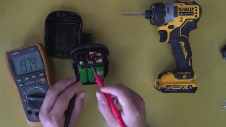 拆10几年前得伟18V铁锂电池做工真好 顺便改大容量电芯 容量翻倍