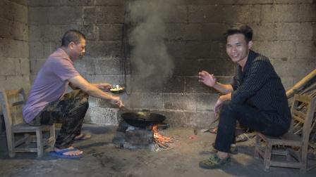 小莫抓到几斤极品河鱼,粉丝下厨做成头牌菜,这顿河鱼大餐吃爽了