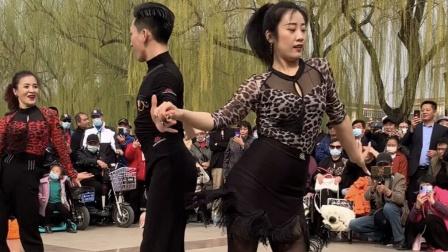 最美姐弟—果果不不和学员共舞新潮吉特巴七套,美爆全场!