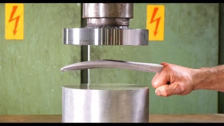 液压机vs金刚狼爪那个更强?看到这一幕,有点不敢相信