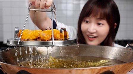 把1000块的海鲜高汤,倒进200度的高温油锅??ohhh~