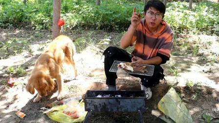 小亮做美食碳烤多宝鱼,滋滋作响撒上孜然辣椒,你们感觉好吃不?