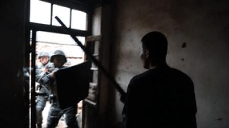 现场直击!武警特战队员开展实战化山林地反恐演练