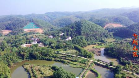 航拍广西藤县农村里的一处山景,山环水绕的地理环境,看着舒服
