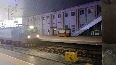 双机HXD3C天津站通过。