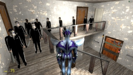 赛罗在密室的房间里怎么看见那么多恶汉啊?