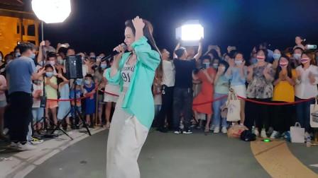 唐艺翻唱一首网络红歌《夜之光》唱的真心好听!