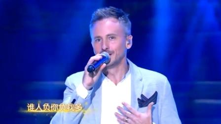 香港最强老外龙套,登台献唱《笑看风云》,粤语太标准了!