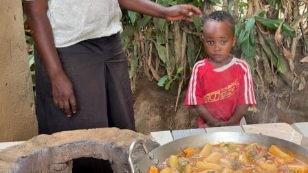 非洲特色美食,香蕉炖牛杂,味道好极了