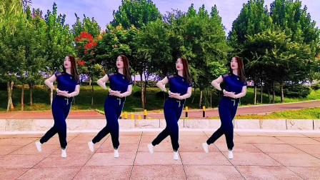 广场舞《相伴一生》,情歌好听,舞姿优美!