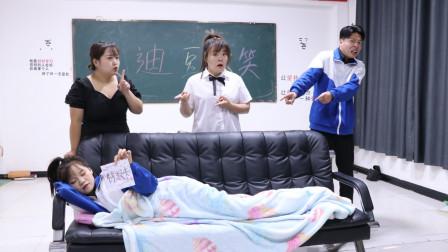 女学霸把沙发抬班里睡觉,老师不生气也不敢处罚她,这是为啥?