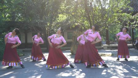 媛媛广场舞《卓玛央金》歌好听,舞步整齐好看,真棒