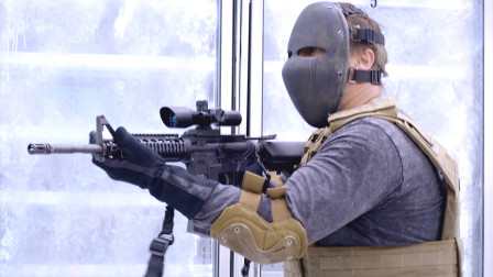 一群匪徒打劫超市,不成想碰上了退役特种兵,这下好看了