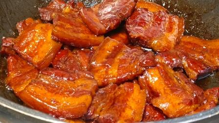 猪肉最近又便宜了,试试这样做一道农家炖肉,吃起来比红烧肉过瘾