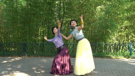 广场舞《贝加尔湖畔》醉人的旋律,优美的舞步,越跳越美