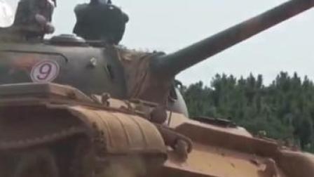 一起来看!坦克实弹射击训练
