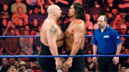 两大巨人直面碰撞,大秀哥锁喉抛摔卡里!