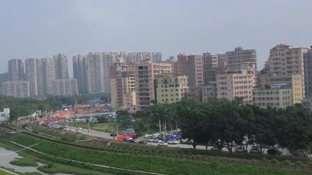 六号地铁拍到的深圳,密密麻麻的房子,却有很多人买不起一个厕所