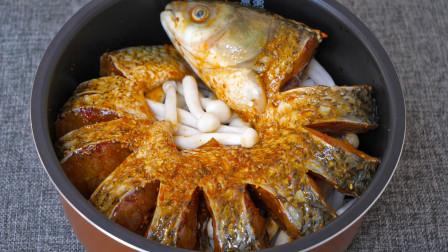 把一整条鱼扔进电饭锅,第一次见这种做法,鱼肉鲜嫩入味,太香了