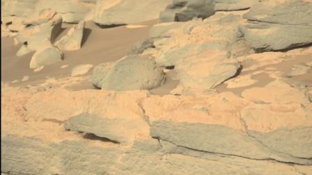 探测车在火星的古老结构上拍到了古老的石堆
