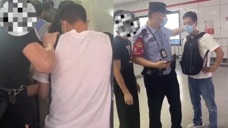 男子地铁站内偷拍女女孩裙底 小伙教科书式见义勇为走红