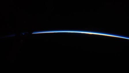 看见了没有,这就是国际空间站的实时日出