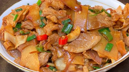 家常笋尖小炒肉的做法,酸辣脆爽,特别下饭,看着就很有食欲
