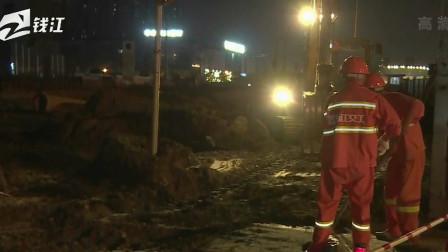 直播连线:杭州下沙疑似挖土机陷入深坑,有人员被困