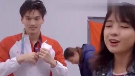#王冰冰 #徐嘉余 不仅会游泳 还这么会撩😂王冰冰采访徐嘉余 徐嘉余也太会了吧😂