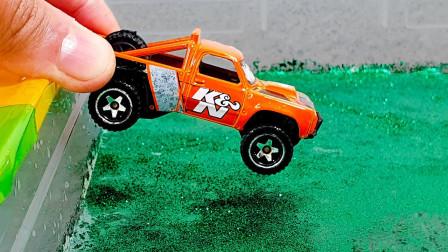 超多玩具车大集合,越野车、工程车和消防车一起玩什么游戏?