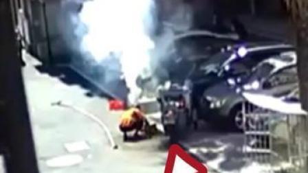 男子放鞭炮开开心心庆祝买新车,结果把别人家的车给烧了#车