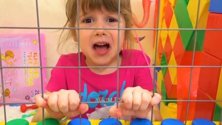 小可爱被困在积木房子里, 她会怎么做呢