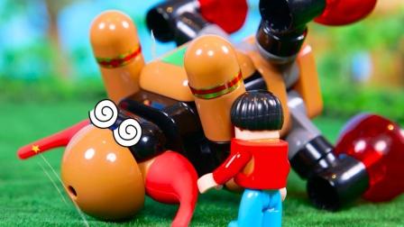 小孩吹牛自己打晕坏蛋机器人,结果机器人原地复活