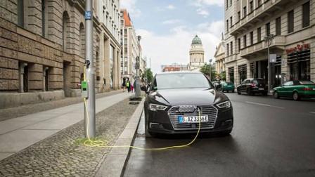 路灯可以给汽车充电了,成本低廉,交警怎么看