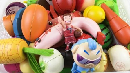樱木花道和猪猪侠玩水果切切看玩具