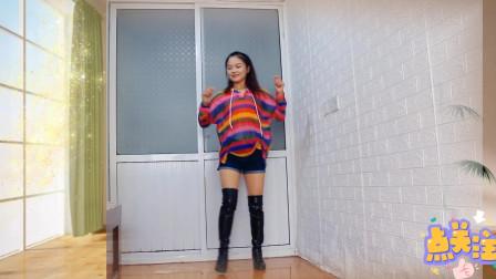 现代流行舞曲《快来追姐吧》姐的舞真的很是潇洒,请追随姐的步伐
