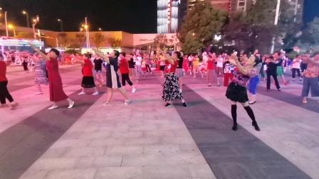 (64)广场舞《月光下的风尾竹》万达广场。徐淡吟老师🌹🌴💄💐