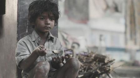 贫苦男孩五岁走丢,因为一根勺子,改变了他的一生!真事改编