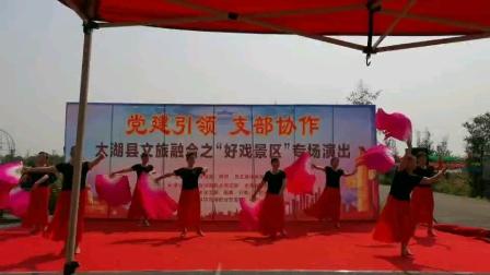 炫舞健身队表演的《又唱浏阳河》