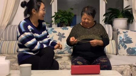 孙女上班第一年送奶奶金项链,奶奶一句话令人瞬间泪目