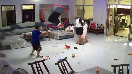 生日会无塔罐突然爆炸,飞起数米远砸倒小女孩,监控拍下危险一幕
