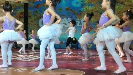 幼儿舞蹈:听我说