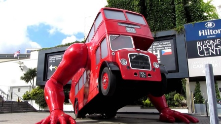 一分钟能做十个俯卧撑的公交车,全球仅此一辆!