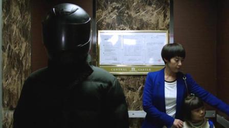 头盔人滥杀无辜,杀人夺房一气呵成,高能惊悚片《捉迷藏》