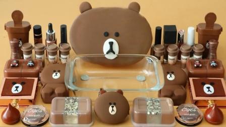 小棕熊 用化妆品给透明史莱姆染色 就是这么减压
