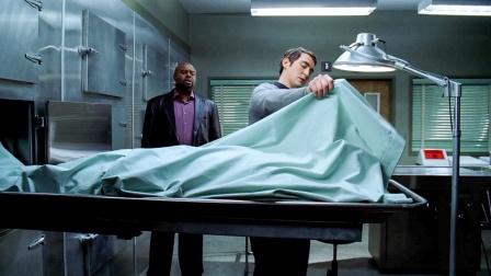 男子发现用手碰死人,能将死人复活,所以来到停尸房做了件事
