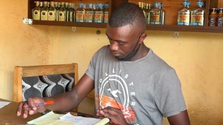 非洲卢旺达,酒水批发部大采购,收入低物价高